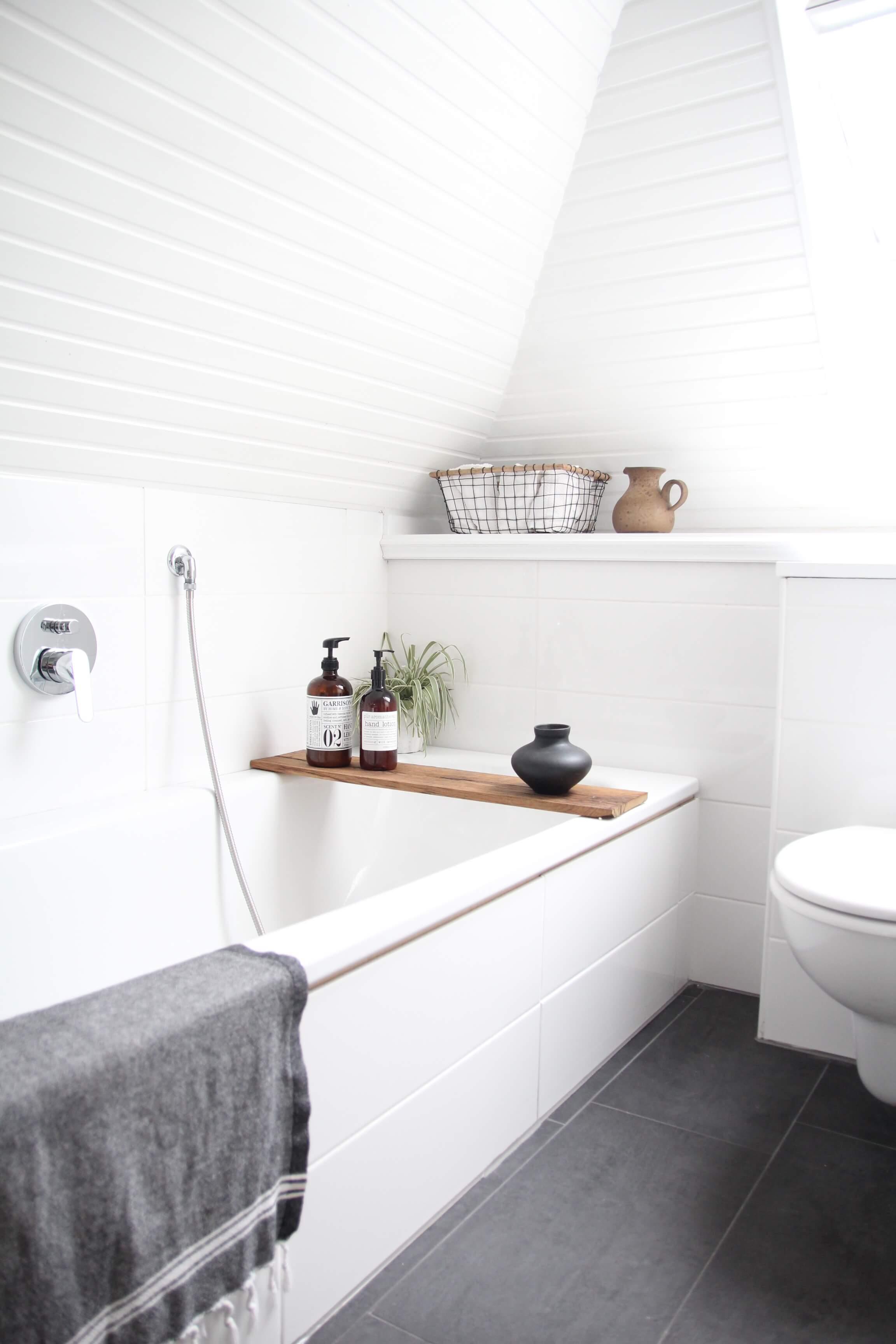 Badezimmer Dachgeschoss Dachschräge Design Dots