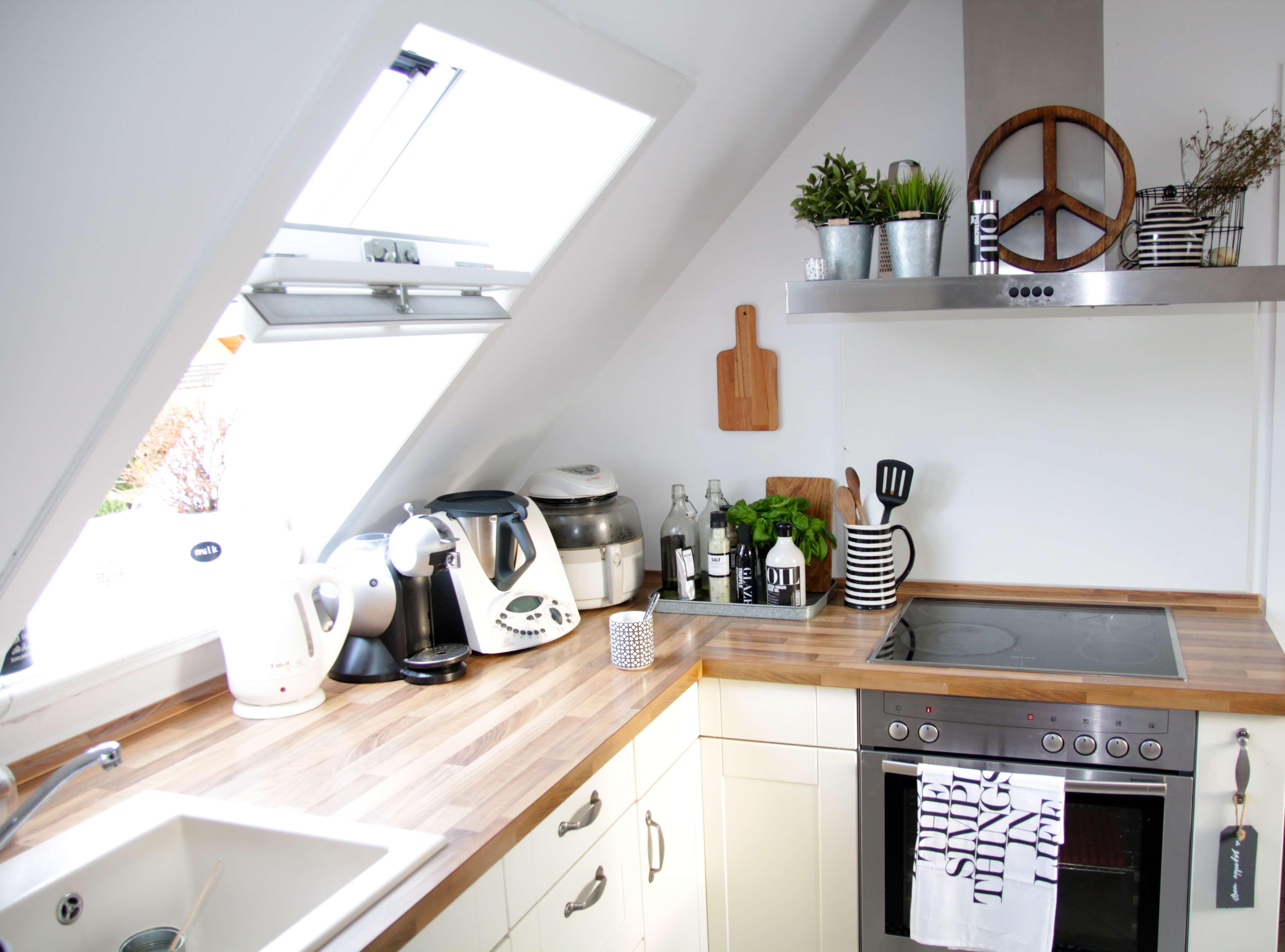 küche-dachgeschoss-dachschräge-einrichten - DESIGN DOTS