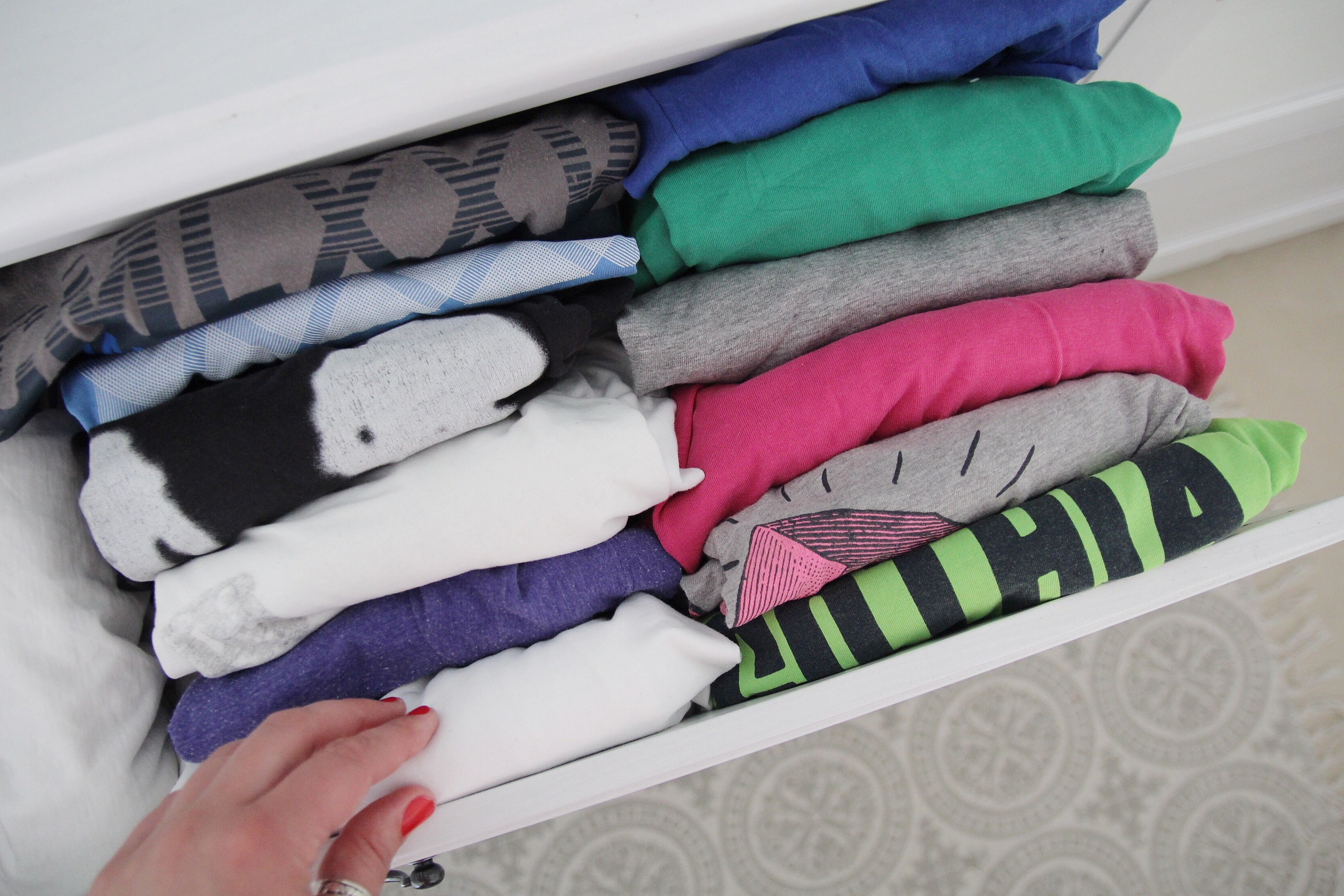 Ordnung Im Kleiderschrank T Shirts ordnung im kleiderschrank: 5 tipps für mehr ordnung - design dots