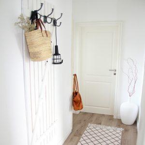 garderobe holz selber bauen design dots. Black Bedroom Furniture Sets. Home Design Ideas